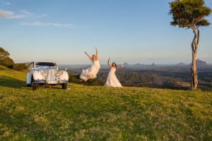 White wedding at One Tree Hill by Malenyweddingphotography